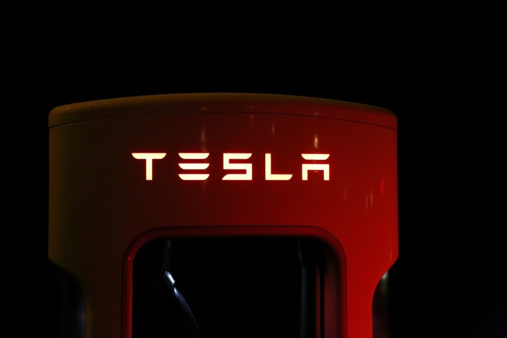 LEISTUNGEN: Tesla Speicher Produktfoto